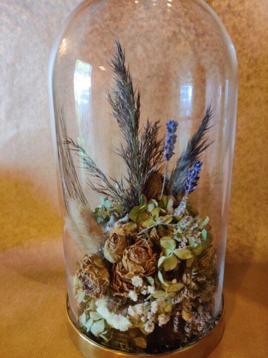 Glazen stolp met droogbloemen - L