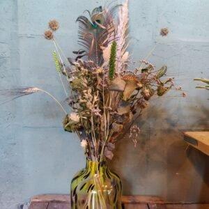 Gele cheetah vaas met droogbloemen boeket