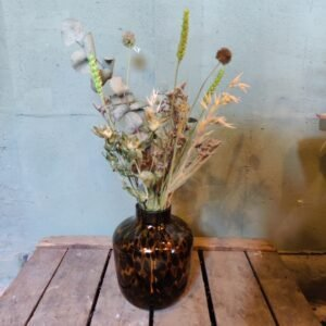 vaas met droogbloemen