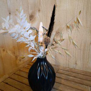zwart vaasje met droogbloemen