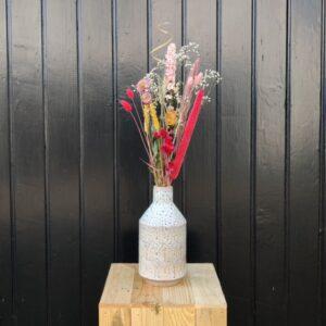 Vaas keramiek met droogbloemen